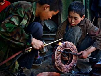 藏传佛教铜器用品的制作08