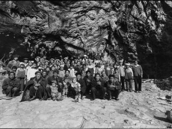 山洞里的村庄03