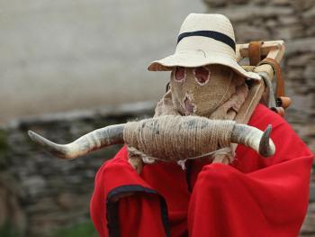 西班牙瓜达拉哈拉省的节日服饰12