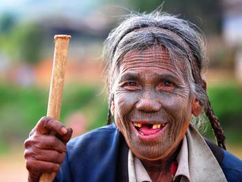 HPA7AD-2160-钦族妇女的纹面10