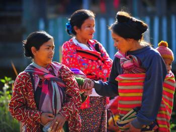 HPA7AD-2160-钦族妇女的纹面12