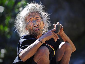 钦族妇女的纹面