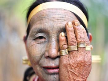HPA7AD-2160-钦族妇女的纹面02