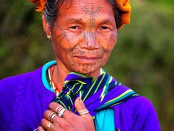 HPA7AD-2160-钦族妇女的纹面09