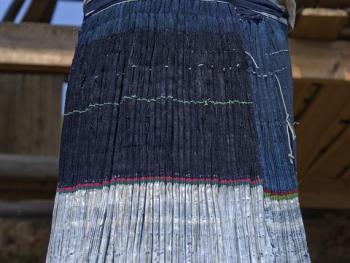 岜沙苗传统服装的制作11