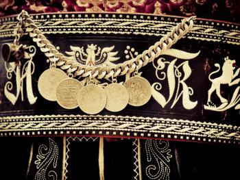 意大利南提洛尔传统的孔雀毛刺绣腰带3