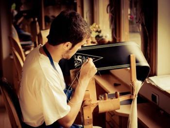 意大利南提洛尔传统的孔雀毛刺绣腰带5