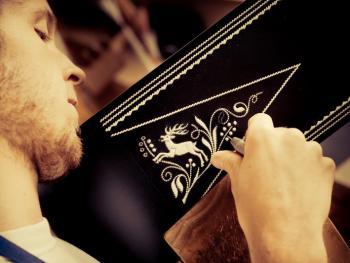 意大利南提洛尔传统的孔雀毛刺绣腰带6