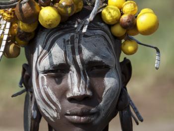 奥莫河谷部落的人物服饰11