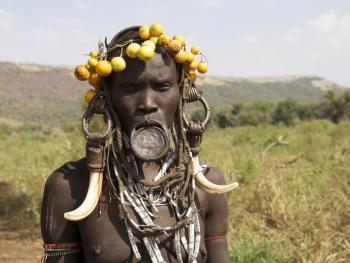 奥莫河谷部落的人物服饰12