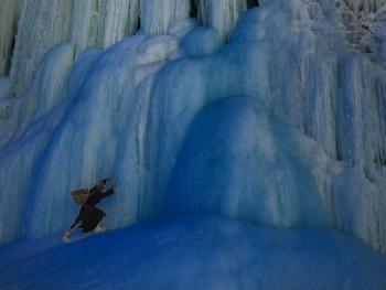 穿越冰冻的赞斯卡江