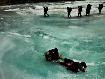 穿越冰冻的赞斯卡江08