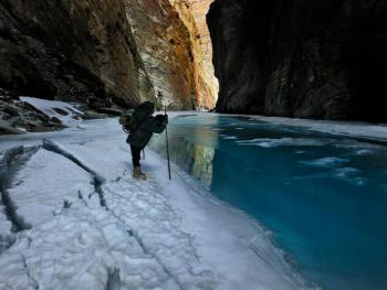 穿越冰冻的赞斯卡江09