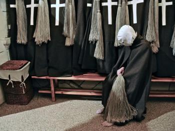忏悔游行中的苦修者