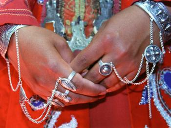 乌兹别克斯坦妇女的传统服饰