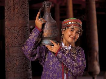 乌兹别克斯坦妇女的传统服饰02