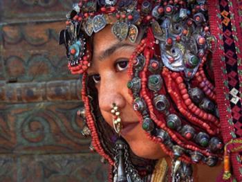 乌兹别克斯坦妇女的传统服饰03