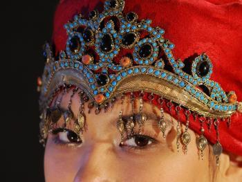 乌兹别克斯坦妇女的传统服饰07