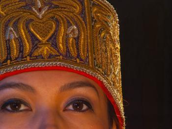 乌兹别克斯坦妇女的传统服饰08