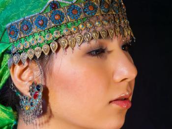 乌兹别克斯坦妇女的传统服饰09