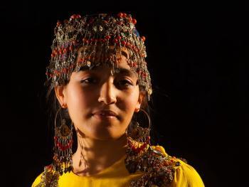 乌兹别克斯坦妇女的传统服饰10