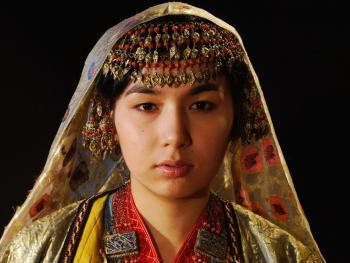 乌兹别克斯坦妇女的传统服饰11