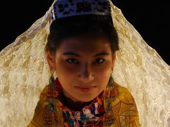 乌兹别克斯坦妇女的传统服饰13