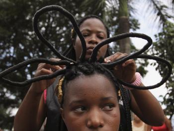 非洲裔妇女发型设计大赛01