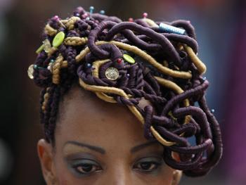 非洲裔妇女发型设计大赛07