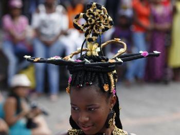 非洲裔妇女发型设计大赛08