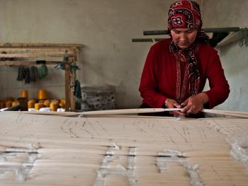 维吾尔族的艾德莱斯绸06