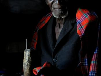 坦桑尼亚的传统医生03
