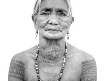 菲律宾卡林阿的纹身妇女10