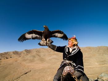蒙古哈萨克人猎鹰者01