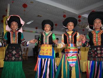 纳木依藏族的女子服饰10