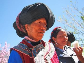 纳木依藏族的女子服饰03