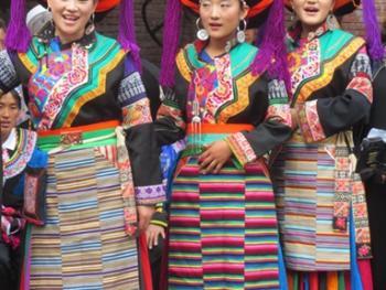 纳木依藏族的女子服饰07