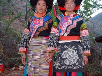 纳木依藏族的女子服饰08