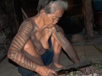 卡林阿族老妇人和她们的纹身4