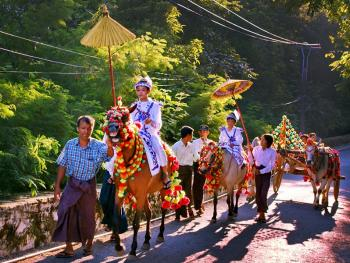 缅甸男孩出家仪式上的服饰07