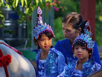 缅甸男孩出家仪式上的服饰09