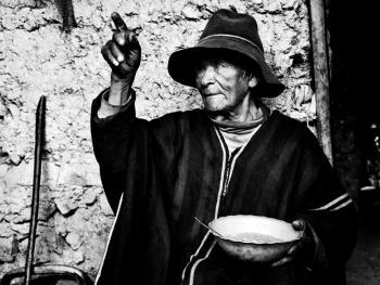 秘鲁高山上与世隔绝的人们10