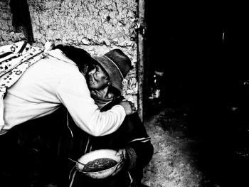 秘鲁高山上与世隔绝的人们11