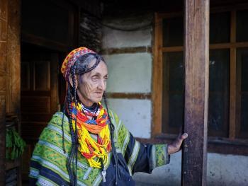 卡拉什女性10