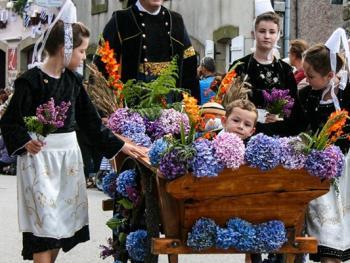 克罗松半岛居民的传统服饰12