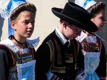 克罗松半岛居民的传统服饰02