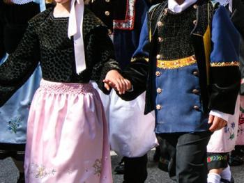 克罗松半岛居民的传统服饰06