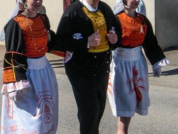 克罗松半岛居民的传统服饰08