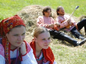 俄罗斯桦树节06