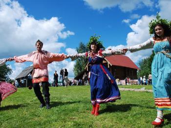 俄罗斯桦树节07